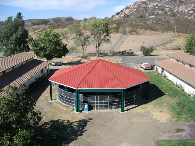 Octagon riding arena